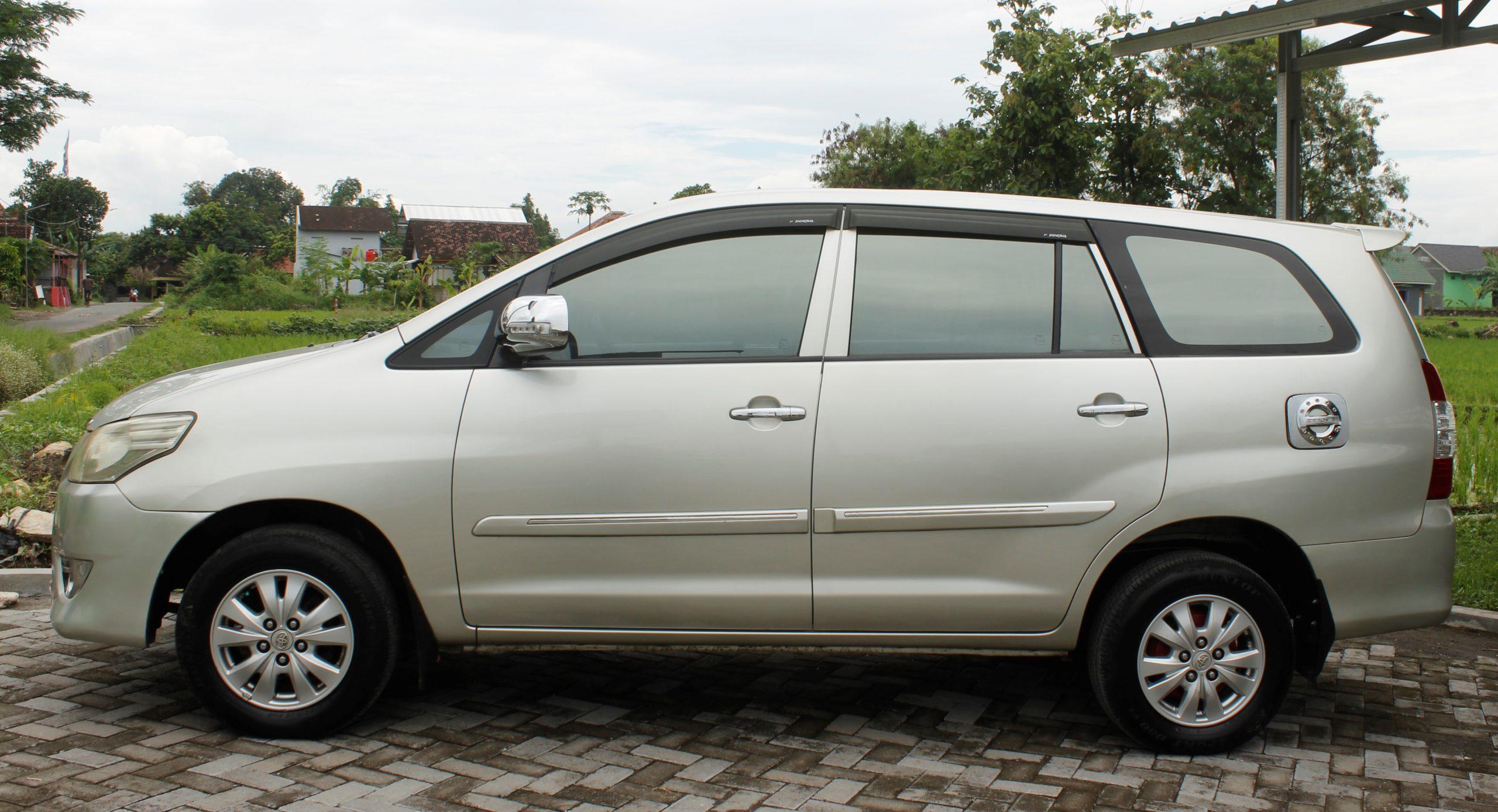 Huurauto Java Bali Toyota Innova